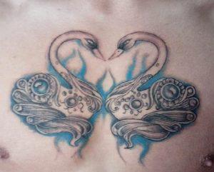 twee zwanen vormen hart tattoo